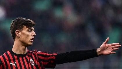 Daniel Maldini, hijo de Paolo, tiene 18 años y es jugador del equipo reserva del AC Milan pero ya ha tenido minutos en la Serie A con el primer equipo (AFP)