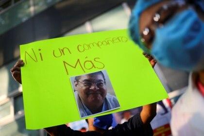 Médicos protestan por la muerte de un colega en el hospital de Tacuba, México - REUTERS/Edgard Garrido
