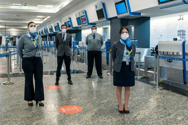 Solo podrán ingresar a las terminales los pasajeros que tengan vuelos, sin acompañantes
