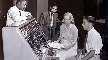 Grace Hopper desarrolló el primer compilador para un lenguaje de programación