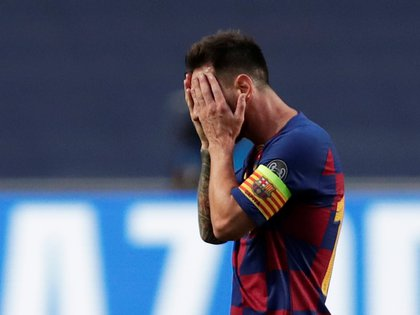 Soccer Football - Champions League - Quarter Final - FC Barcelona v Bayern Munich - Estadio da Luz, Lisbon, Portugal - August 14, 2020  Barcelona's Lionel Messi looks dejected, as play resumes behind closed doors following the outbreak of the coronavirus disease (COVID-19)  Manu Fernandez/Pool via REUTERS