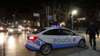 Efectivos de la policía provincial debieron intervenir en la protesta (foto: Juan Thomes)
