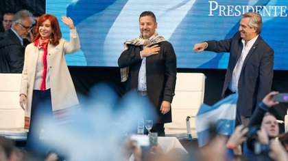 Gustavo Menéndez, intendente de Merlo, junto a Alberto Fernández y Cristina Kirchner durante la campaña (Nicolás Aboaf)