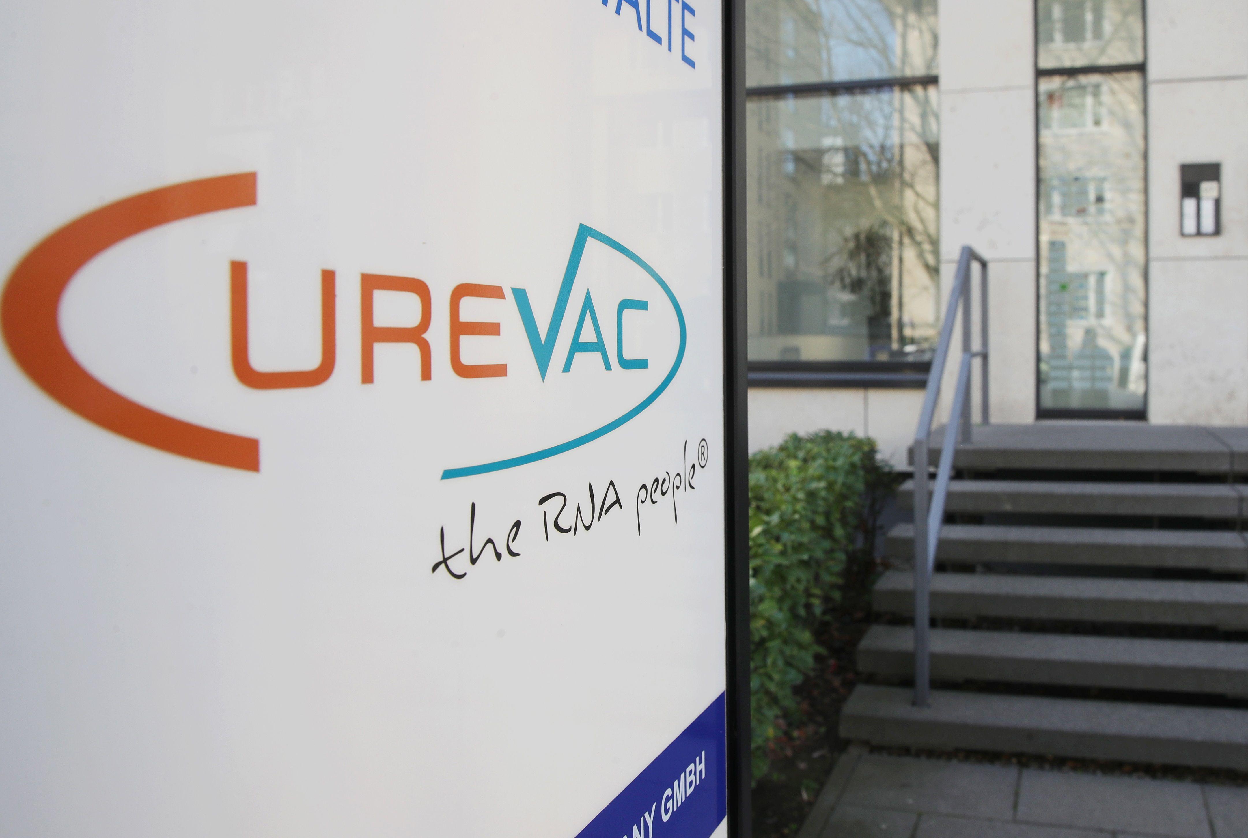 CureVac, que se asoció con Bayer en enero, inició en diciembre las últimas pruebas de su vacuna experimental y dijo que espera tener resultados provisionales en el primer trimestre (EFE)