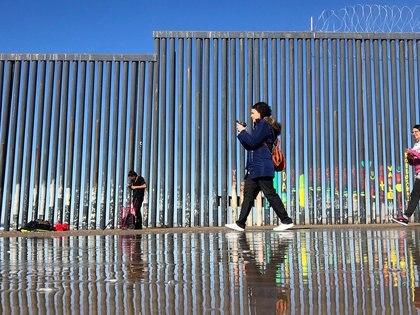 Andrés Manuel López Obrador debe de defender los derechos de los migrantes en Washington: MC (Foto: REUTERS)
