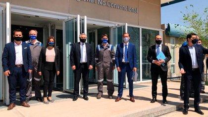 El Presidente junto a la comitiva del gobierno nacional con la que viajó a Neuquén