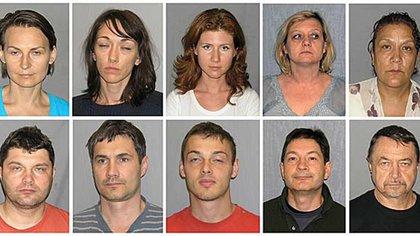 La red de diez espías rusos desmantelada en el año 2010- Arriba, Anna Chapmann y Elena Vavilova (3a y 4a foto). Debajo de Elena, Andrei Bezrukov