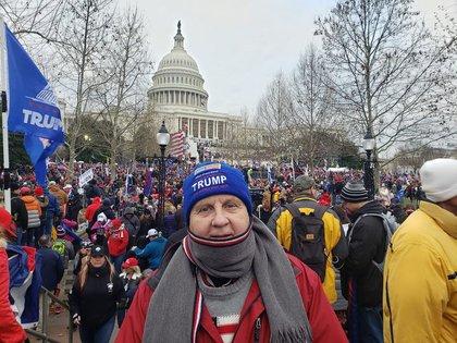 Rick Saccone en Washington DC frente al Capitolio (Facebook)