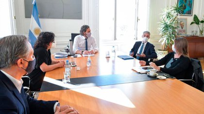 Santiago Cafiero encabeza la reunión que esta mañana mantuvo con Carla Vizzotti y Mario Meoni
