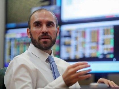 El ministro Martín Guzmán prepara la propuesta para los tenedores de bonos bajo ley extranjera
