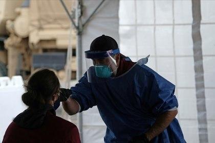 Los autores del artículo destacan que el SARS-CoV-2, que se instala en un tipo de célula particular que se halla en los pulmones, fue hallado recientemente en células similares en el oído (REUTERS)