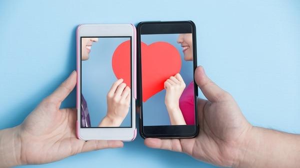 Entre las aplicaciones de mensajería y redes sociales, deshacerse de los recordatorios de una pareja anterior puede resultar complicado (Getty Images)