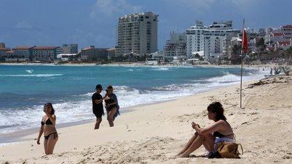 Estadounidenses impulsan bonos en estrés de turismo mexicano