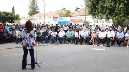 Cristina Kirchner reapareció públicamnete tras haber compartido un acto con Alberto Fernández en diciembre pasado, en el estadio Único de La Plata