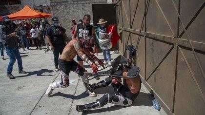 En fotos: luchadores mexicanos no se rinden ante el COVID-19