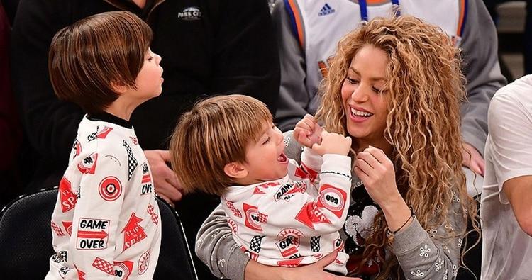 Shakira junto a sus hijos Mián y Sasha