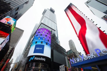 General view of the NASDAQ building with BBVA bank advertising, in Times Square in New York City (USA).  EFE / Kena Betancur / Archive