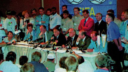 Conferencia de prensa del Comité Organizador del Mundial explicando la decisión de la exclusión de Maradona
