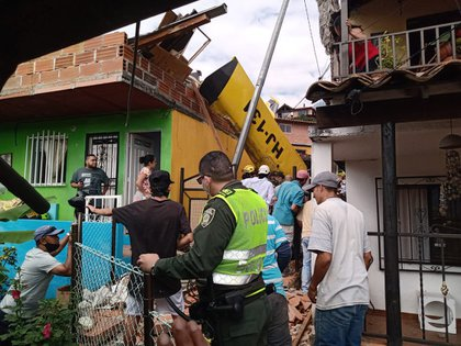 Imágenes del accidente de la avioneta en Copacabana, Antioquia. Foto: Twitter alcalde de Medellín, Daniel Quintero.