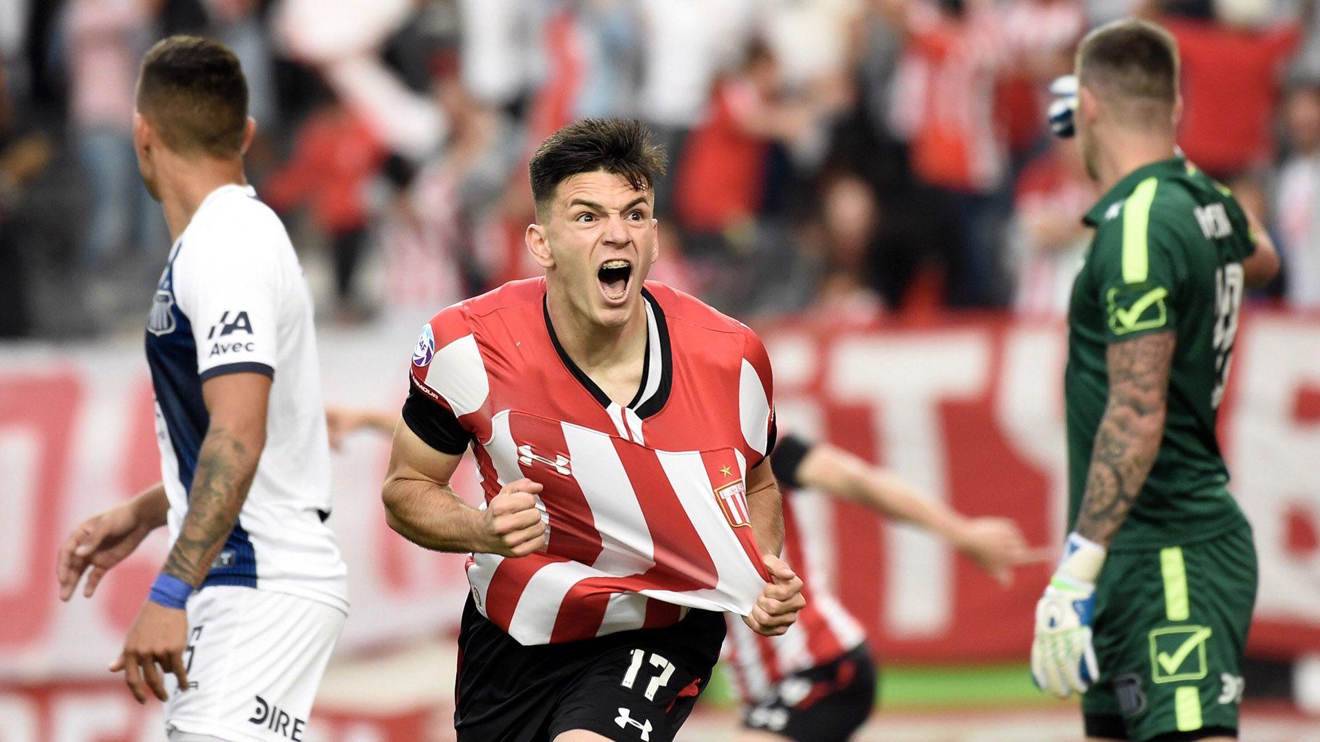 Manuel Castro festeja el gol de Estudiantes (Foto Baires)