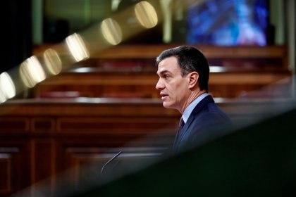 El presidente español Pedro Sánchez habla sobre la enfermedad coronavirus (COVID-19) en el Parlamento de Madrid, España, el 18 de marzo de 2020 (Mariscal/Pool via REUTERS)