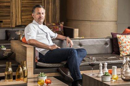 """""""Busco usar lo máximo posible de mi lugar, pero sin abusar, prefiero usar un ingrediente mejor de otro lado si eso hace que la comida esté deliciosa"""", indica el chef de Pangea."""