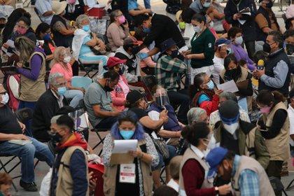 Centro de vacunación para adultos mayores en Ecatepec, Edomex (Foto: Cuartoscuros)