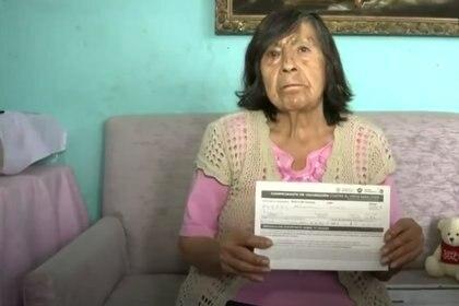 Francisca de 81 años, fue recibir la vacuna pero le inyectaron aite en el modulo de San Juan Ixhuatepec Foto: (Captura de pantalla Telediario)