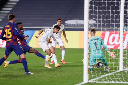 Philippe Coutinho marcó los dos últimos goles del Bayern Múnich ante el Barcelona en los cuartos de final de la Champions League (REUTERS)