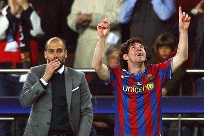 Más jóvenes. Lionel Messi festeja frente a Pep Guardiola, sin canas,  durante un partido de la Champions League jugado en el Nou Camp de Barcelona.