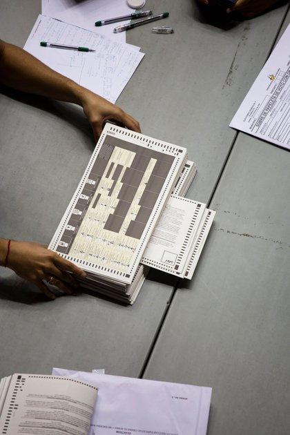 Aún no se sabe el número de votos que contienen las cajas, dijo el martes el presidente de la Comisión Estatal de Elecciones de Puerto Rico.Credit...Erika P. Rodriguez para The New York Times
