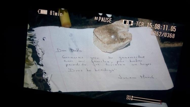 """""""Don Pablo, gracias por su generosidad en mi familia, por haber permitido que tuviéramos un hogar. Dios lo bendiga. Lucero María"""". (Fotos cortesía de Caracol Noticias)"""