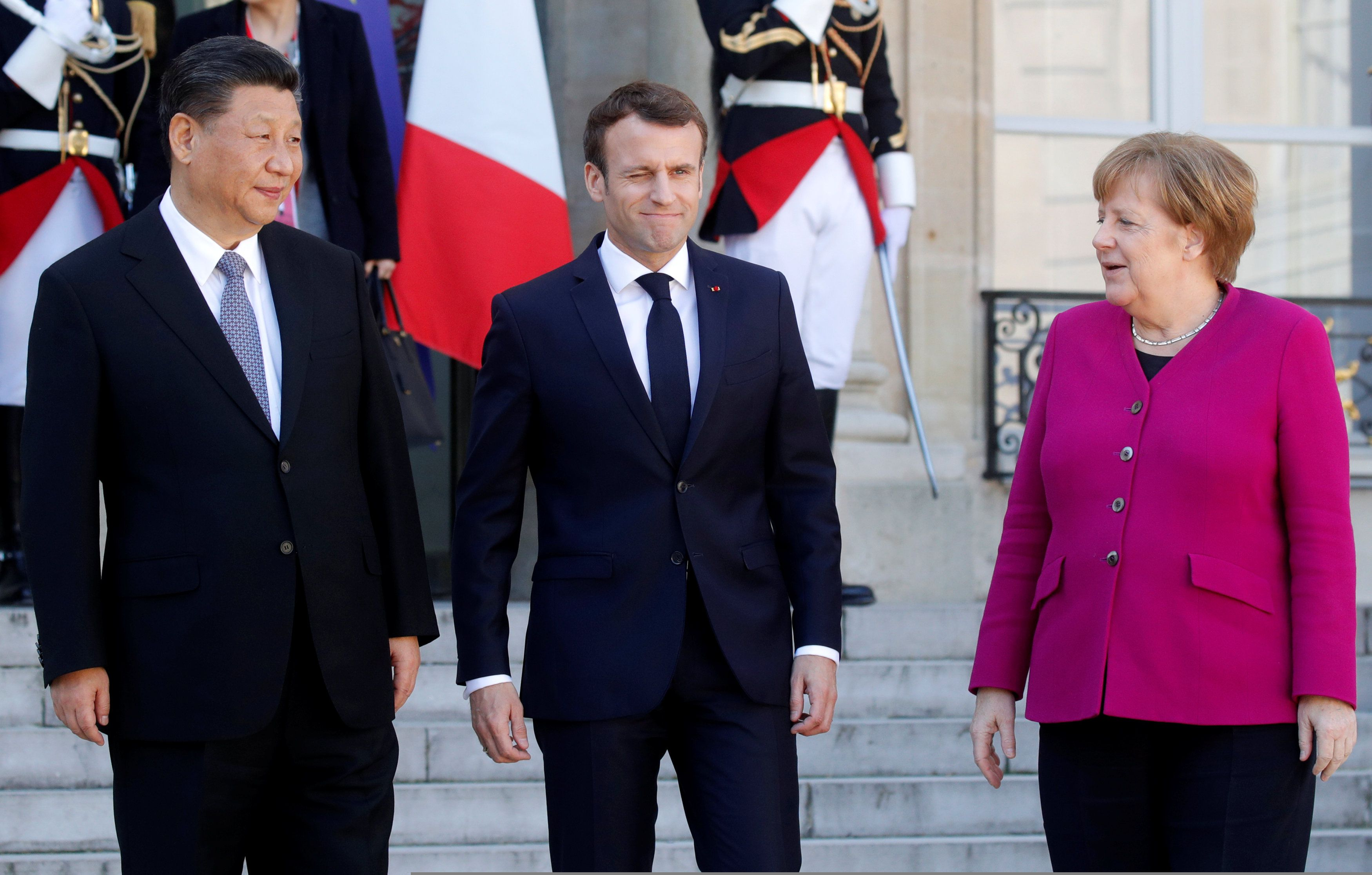 Emmanuel Macron, presidente de Francia, Angela Merkel, canciller alemana, y el líder chino Xi Jinping, tres protagonistas clave del sistema mundial de decisión política.