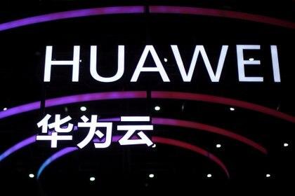 Huawei, el principal aliado del régimen chino para el tendido y control de la red 5G en todo el mundo, ayudó a perseguir a las minorías en Xinjian a pedido de Beijing (Reuters)