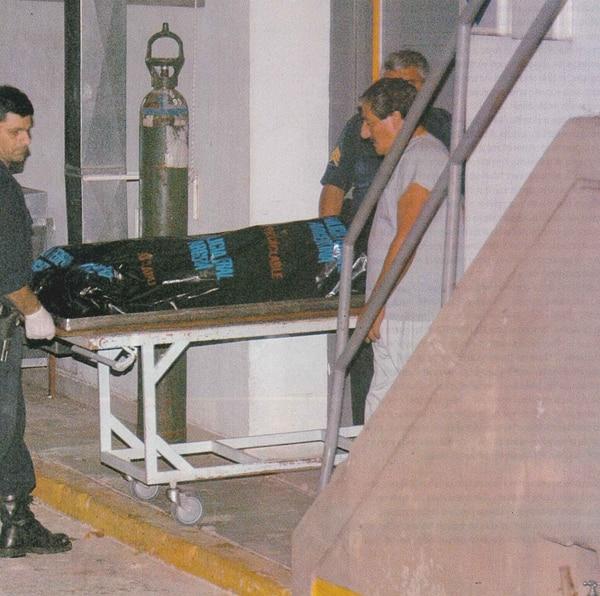 El cuerpo de Castro es trasladado a la morgue judicial (Foto: Revista Gente)