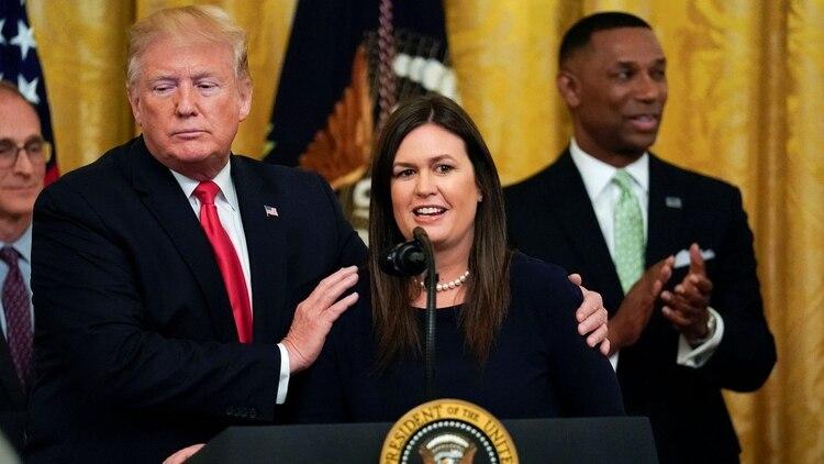 Donald Trump y Sarah Sanders (June 13, 2019. REUTERS/Kevin Lamarque)