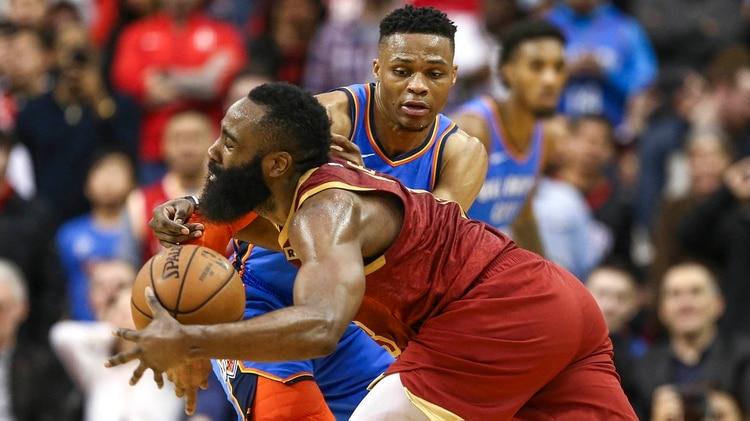 Westbrook y Harden, juntos de nuevo. Dos de los últimos tres Jugadores Más Valiosos de la NBA jugarán en el mismo equipo (USA TODAY Sports)