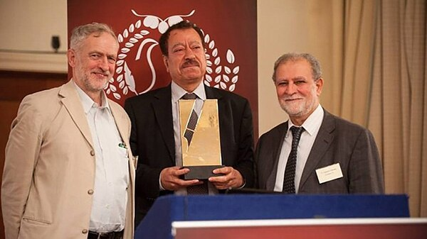Jeremy Corbyn junto con Abdel Bari Atwan y Azzam Tamimi