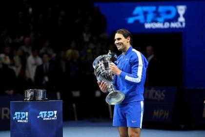 Rafael Nadal se consagró como el mejor tenista de la temporada 2019 y lo celebró en Londres (Reuters/Tony O'Brien)