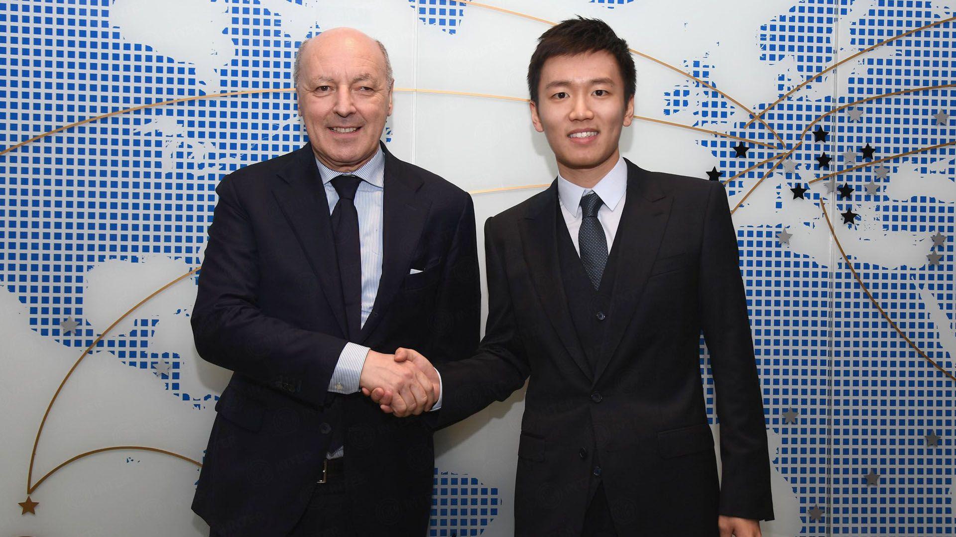 Giuseppe Marotta (izquierda) el día que asumió como nuevo director deportivo del Inter (@Inter)