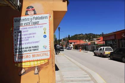 Las fachadas de la avenida Adolfo López Mateos han sido remodeladas en al menos tres ocasiones. Foto: Joel Holguín.