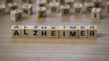 La demencia no está necesariamente acompañada de síntomas conductuales o anímicos, aunque estos pueden estar presentes (Shutterstock)