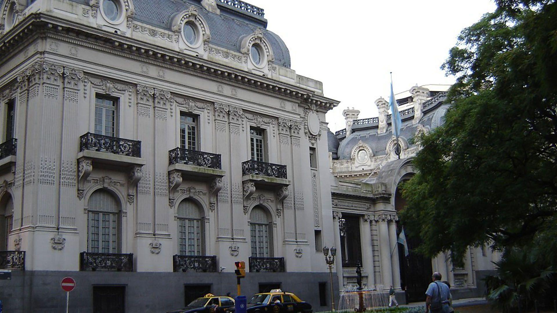 El Palacio Anchorena fue constuido entre 1905 y 1909. En 1936 fue adquirido por el Estado Argentino y pasó a ser la sede del Ministerio de Relaciones Exteriores y Culto. Pasó a denominarse Palacio San Martín