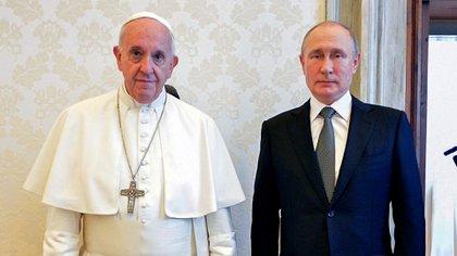El papa Francisco y Vladimir Putin (Reuters)