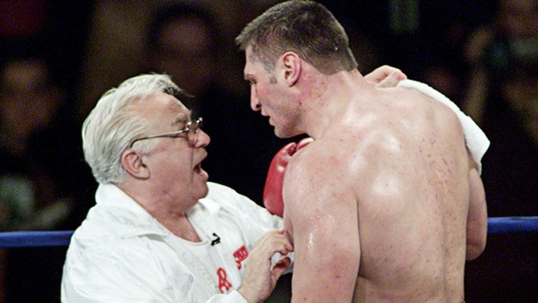 Golota discutió con su entrenador, quien le suplicaba que continúe peleando