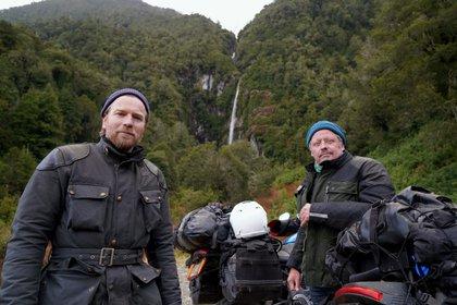 """McGregor y Boorman mencionaron que este viaje fue diferente, pues afirman que ha sido """"su expedición más desafiante hasta la fecha"""". Además de ser la primera vez en utilizar las motocicletas eléctricas en un viaje de 13,000 millas. (Foto: apple tv)"""