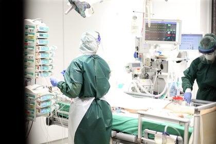Unidad de coronavirus en el Hospital Universitario de Essen, Alemania. EFE/EPA/FRIEDEMANN VOGEL/Archivo