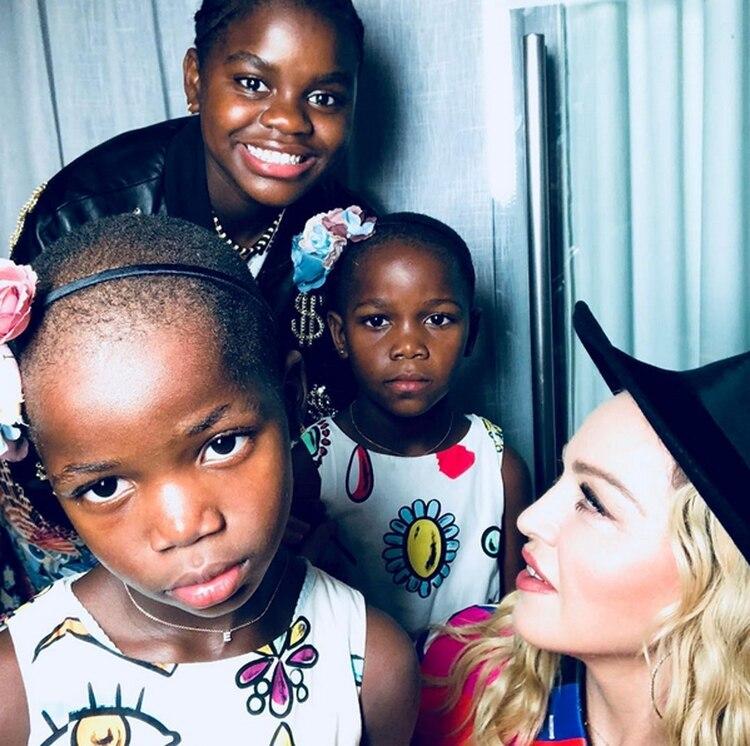 La Reina del Pop con sus hijas Mercy, Estere y Stella