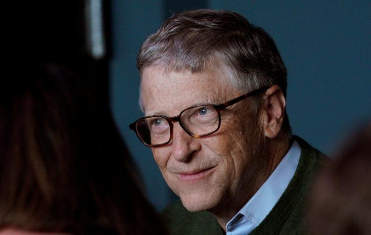 Foto de archivo: El fundador de Microsoft, Bill Gates, sonríe mientras juega al bridge con Warren Buffett, CEO de Berkshire Hathaway Inc., como parte del fin de semana de la reunión anual de la compañía en Omaha (Reuters)