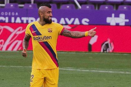 ¿Arturo Vidal le soltó la mano al técnico del Barcelona?